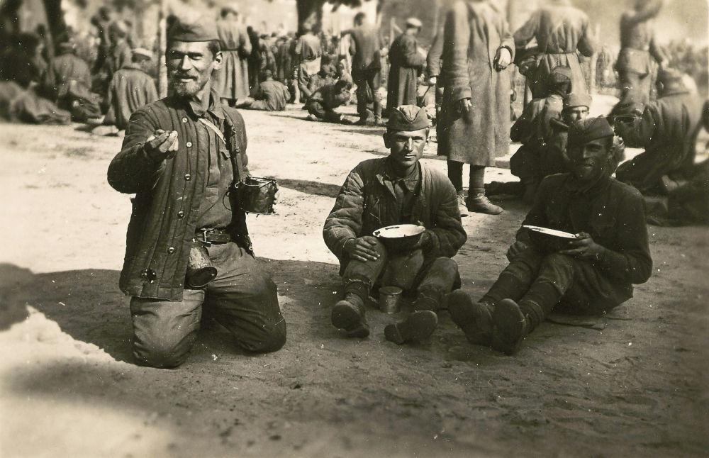 Большинство плененных защитников крепости погибли в концлагерях. Самым страшным периодом для них стала зима 1941–1942 годов. Лишь около двух тысяч человек вернулись на родину.