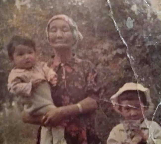 27-летний Бахтияр из Латвии нашел мать Айгуль через 27 лет на передаче Жди меня
