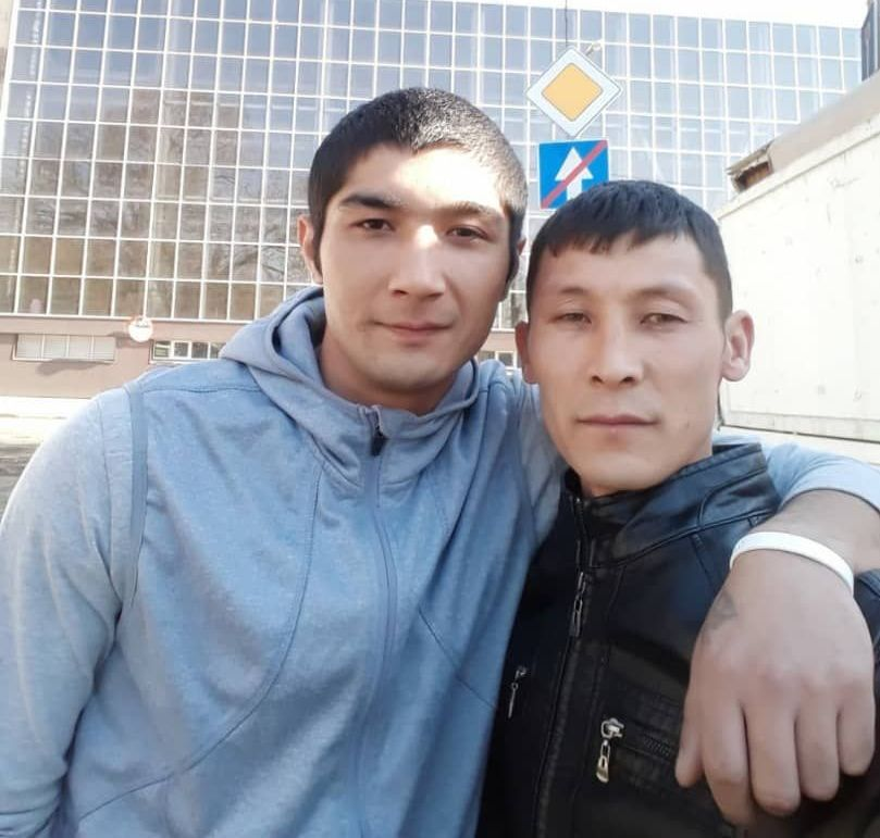 27-летний Бахтияр с братом Алтаем Осмоновым