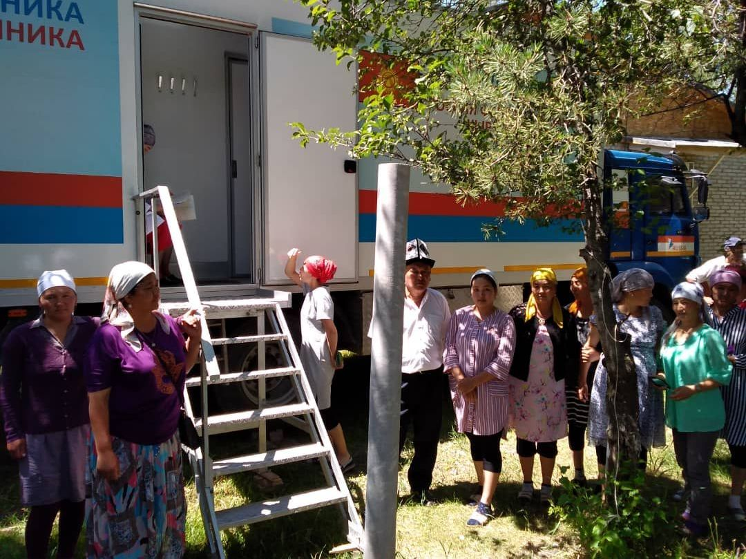 Бригады врачей мобильных клиник осмотрены жители отдельных сел Ат-Башинского и Жумгальского районов Нарынской области.