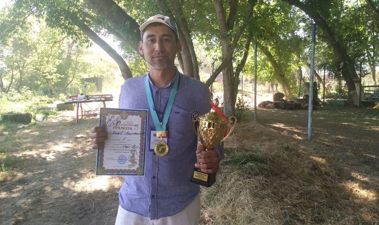 Владелец самого тяжелого кочкора в Кыргызстане по кличке Гулливер Аблай Михманов