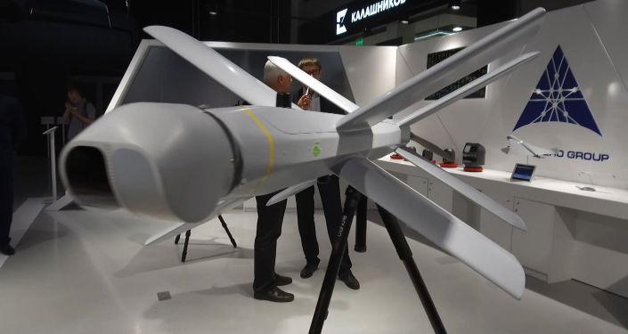 Концерн Калашникова представил модель взрывающегося беспилотника. Дрон может изменить характер войн, как это сделал его старший брат — автомат Калашникова, считают эксперты.