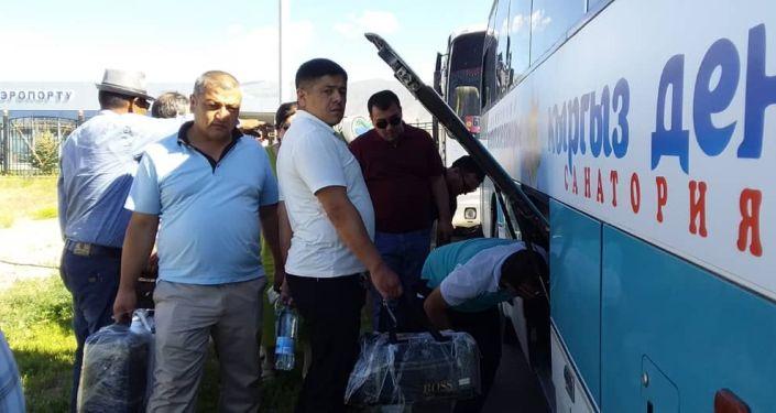 Первый авиарейс из Узбекистана во время туристического сезона на Иссык-Куле