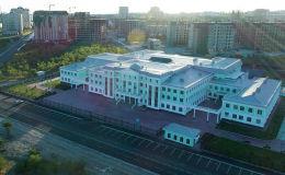 Sputnik Кыргызстан агенттиги Бишкек шаарындагы Газпром ишканасы курган мектепти көрүп, анын тегерегинде жүрүп жаткан бир катар суроолорго жооп алды.