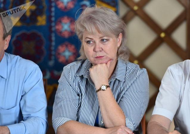 Депутат ЖК Ирина Карамушкина на пресс-конференции в пресс-центре на территории дома бывшего президента КР Алмазбека Атамбаева в селе Кой-Таш