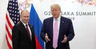 Президент РФ Владимир Путин и президент США Дональд Трамп (справа) во время встречи на полях саммита Группы двадцати в Осаке.