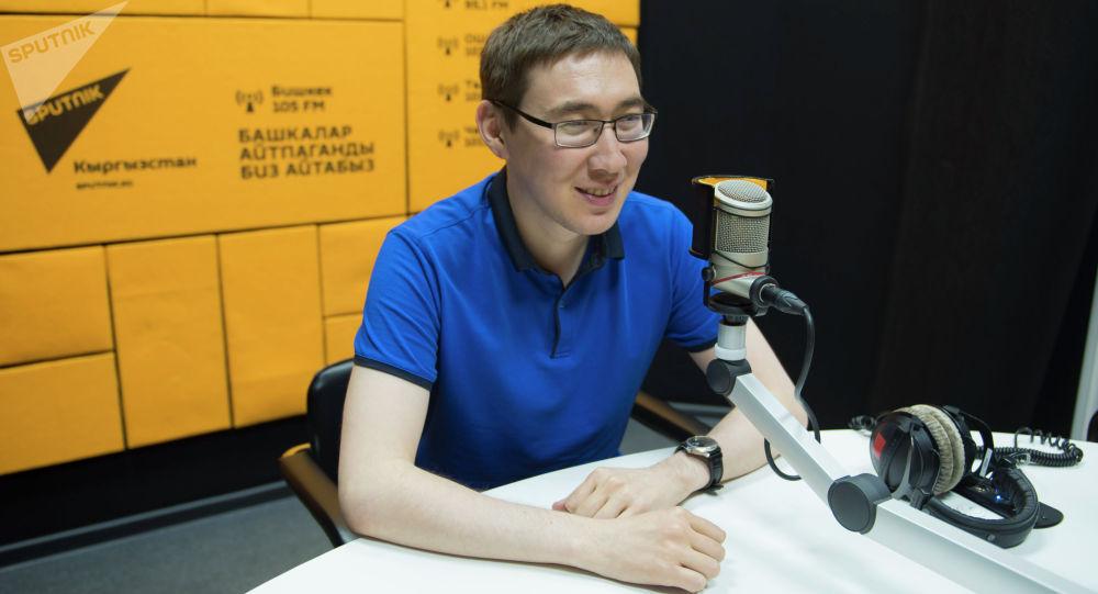 Sputnik Кыргызстан агенттигинин журналисти Бакыт Толканов маек учурунда