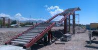 На 63-м километре автодороги Бишкек — Нарын — Торугарт (за Токмоком) идет строительство надземного пешеходного перехода