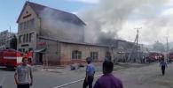 Очевидец отправил на WhatsApp-канал Sputnik Кыргызстан видео с места пожара.