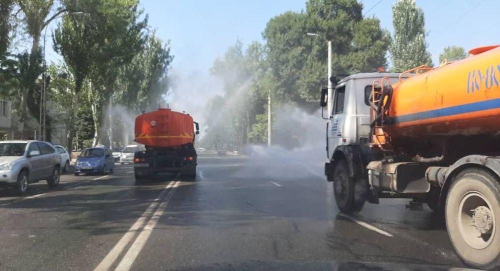 Полив центральных улиц Бишкека