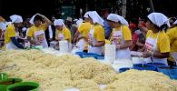 Каракол шаарынын 150 жылдык мааракесине карата 1,5 тонна ашлям-фу даярдалып, элге таратылды.
