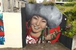 Во французском городе Сан Брие появилось масштабное граффити с изображением кыргызстанки в национальной одежде