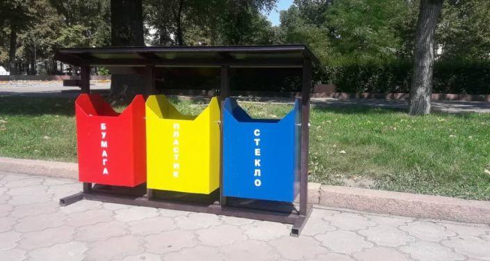 Установка урн для раздельного сбора мусора в Бишкеке