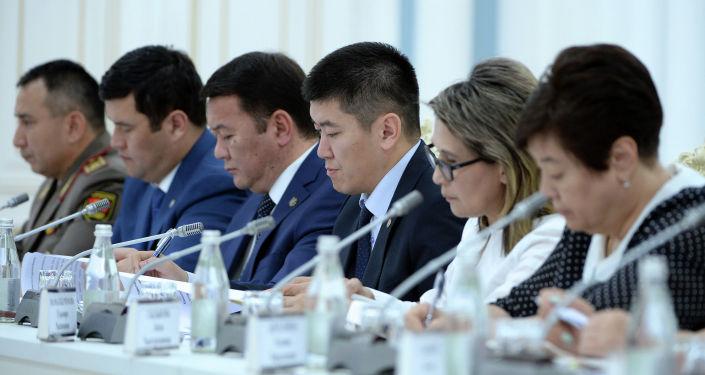 Участники совещания по вопросам судебно-правовой реформы в Кыргызстане