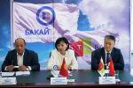 Президент Союза банков Кыргызстана Анвар Абдраев, председатель правления  ОАО Бакай Банк Бакита Мундузбаева и председатель правления ЗАО БТА Банк Аалы Уманкулов во время пресс-конференции
