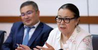 Бывший министр образования Ишенгуль Болджурова на заседании Общественного совета МИД КР