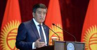 Президент Сооронбай Жээнбеков во время встречи с жителями города Баткен в рамках рабочей поездки