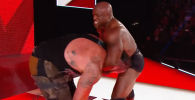 Звезды реслинг-промоушена World Wrestling Entertainment Браун Строумен и Бобби Лэшли попали в больницу в результате инцидента, который случился на боевом шоу WWE Raw.