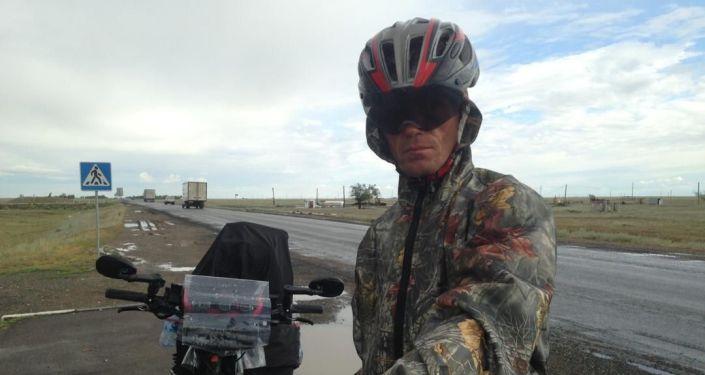 Отправившийся из Бишкека во Францию на велосипеде Сергей Прядко