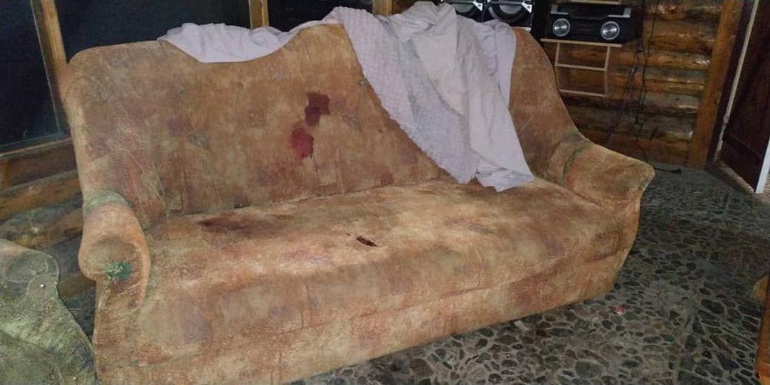Источники в правоохранительных органах предоставили фото с места убийства двух человек в горах Иссык-Куля