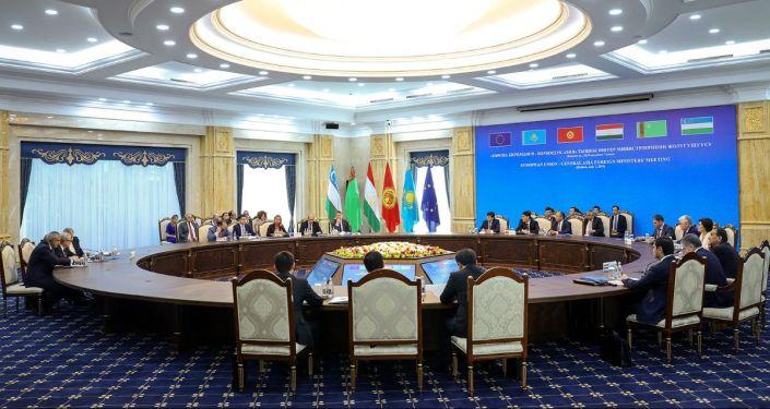 Встреча верховного представителя ЕС по иностранным делам и политике безопасности Фредерики Могерини с главами МИД стран Центральной Азии в Бишкеке
