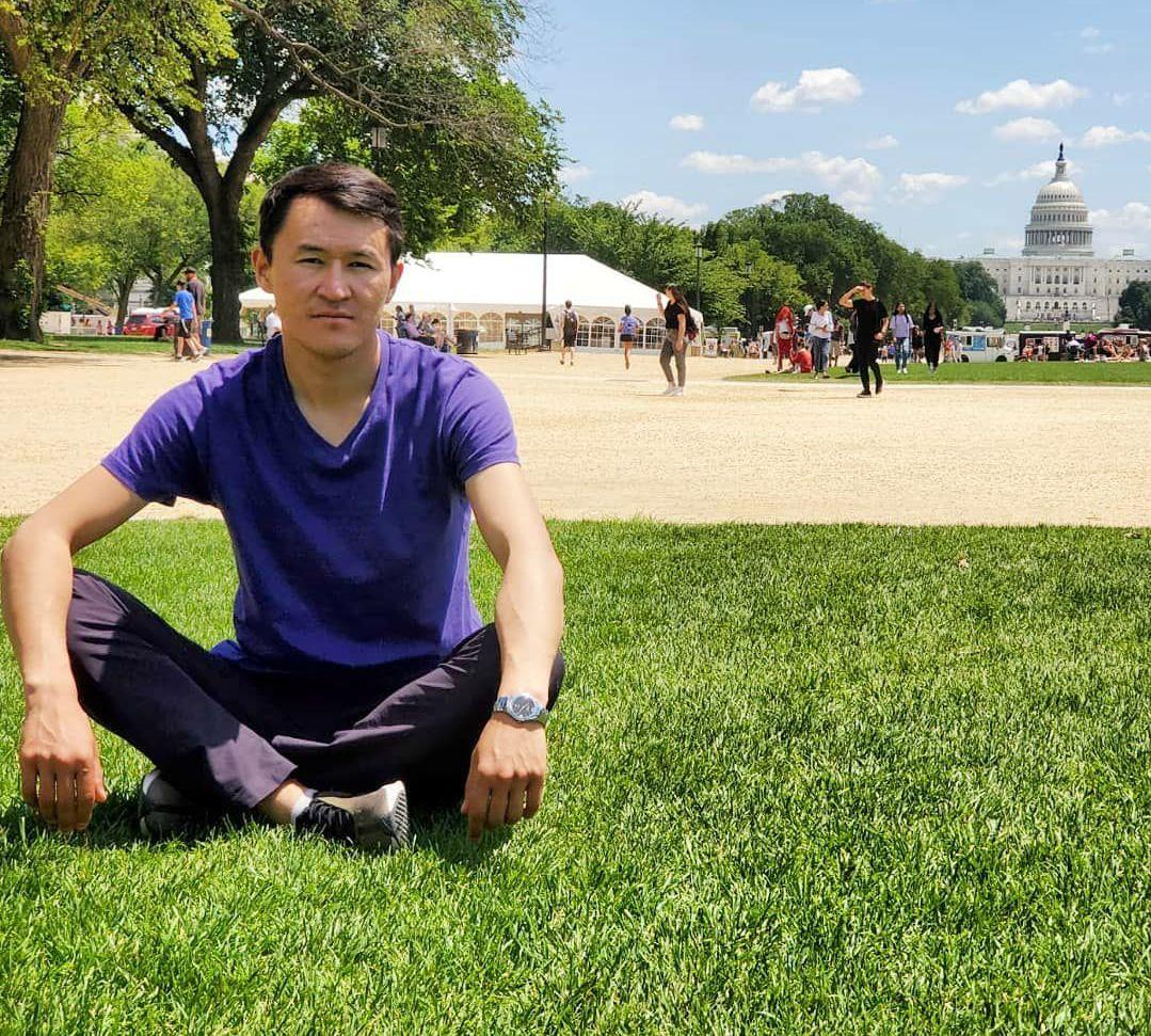 Кыргызстанский поэт Акбар Кубанычбеков во время своего визита в США