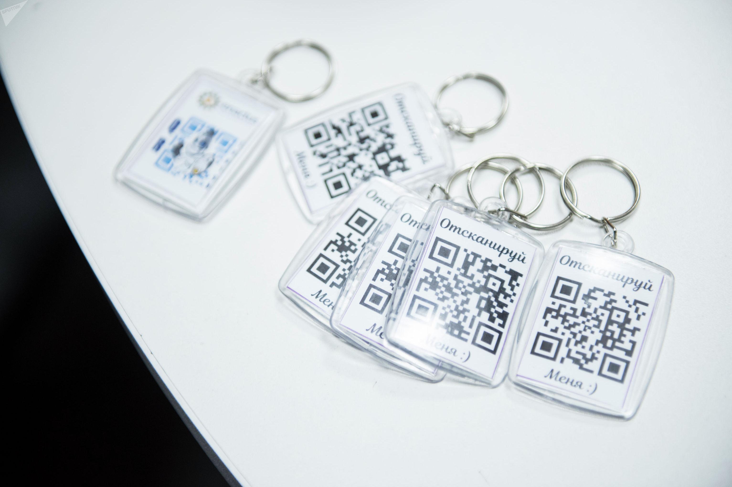 Брелоки для идентификации детей и людей с ОВЗ изготовленные студентами Кыргызского государственного технического университета