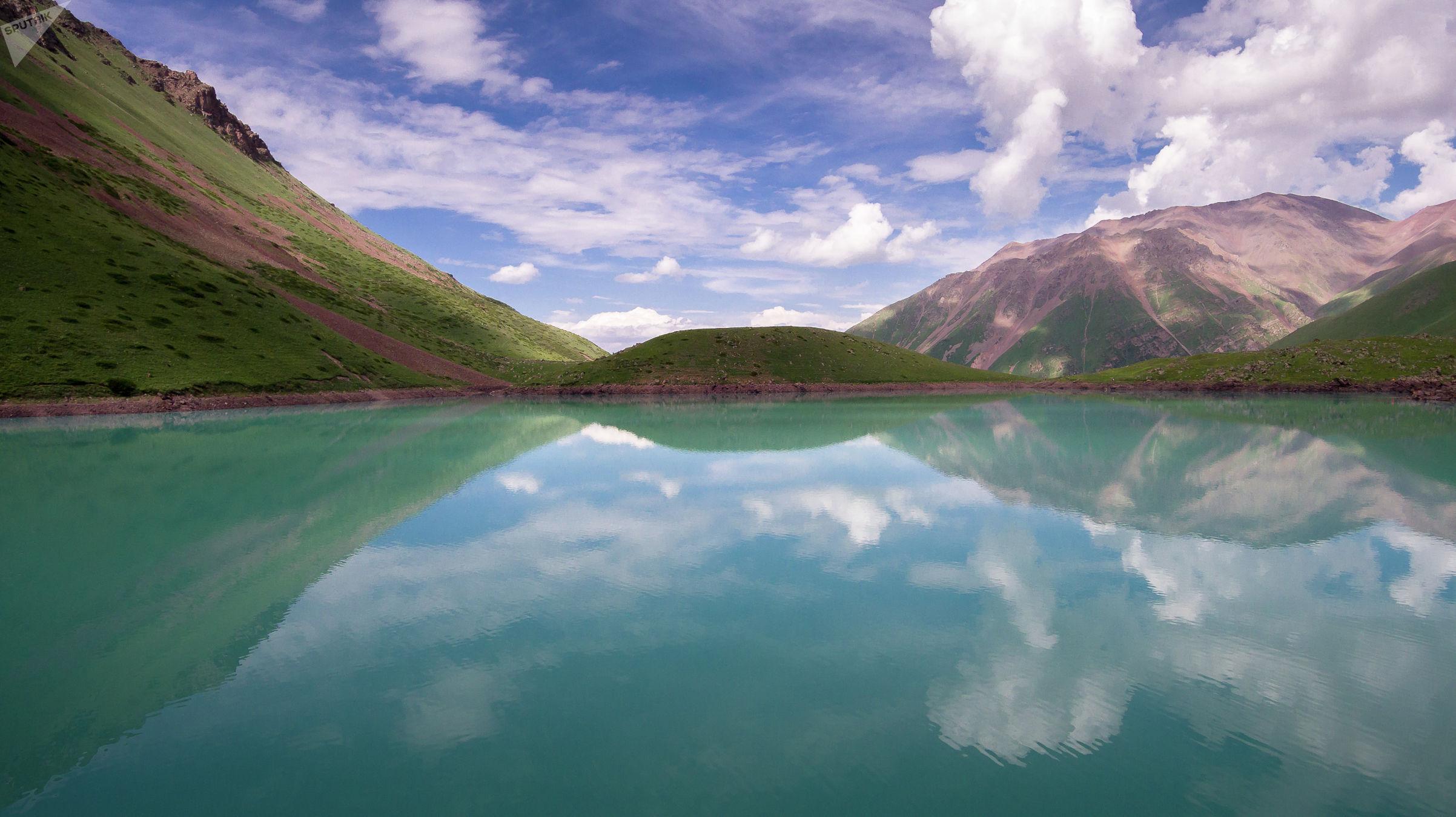 Вид на озеро Кол-Тор в Чуйской области