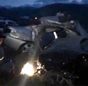 Очевидец прислал в редакцию Sputnik Кыргызстан видео с места аварии в Чолпон-Ате, жертвами которой стали четыре человека.