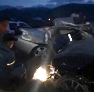 Чолпон-Атада Lexus ES 330 жана BMW Х-7 автоунаалары кагышкан кырсыктан кийинки учурду күбөлөр видеого тартып алган. Ал унаалардын биринде депутат Алиярбек Абжалиевдин уулу Темирлан Токобеков да болгон.