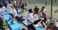В Мексике на одном из матчей детских команд родители юных футболистов устроили драку на трибуне стадиона. Видео шокирующего инцидента разошлось в Сети.