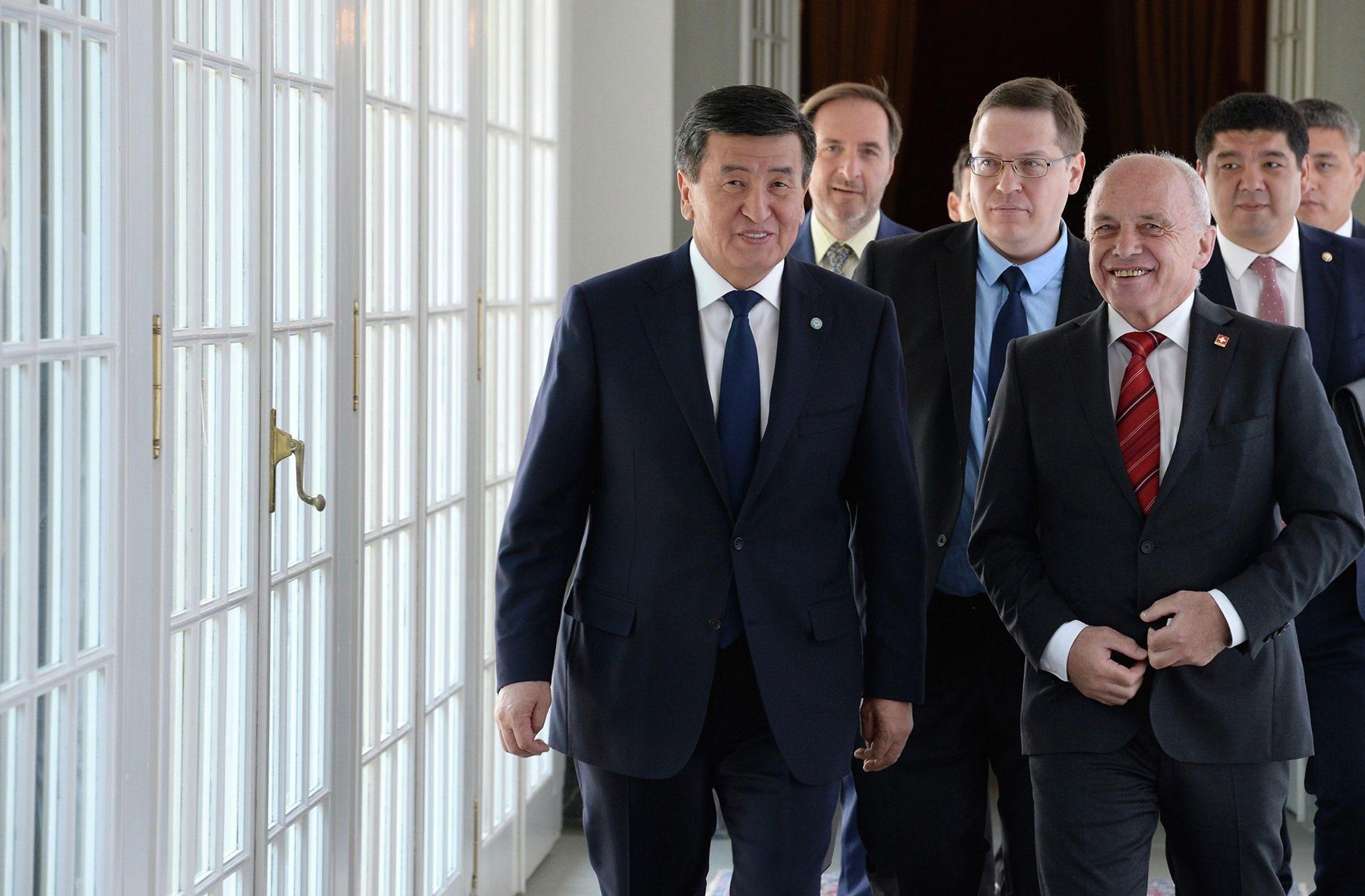 Президент Кыргызстана Сооронбай Жээнбеков и глава Швейцарии Ули Маурер