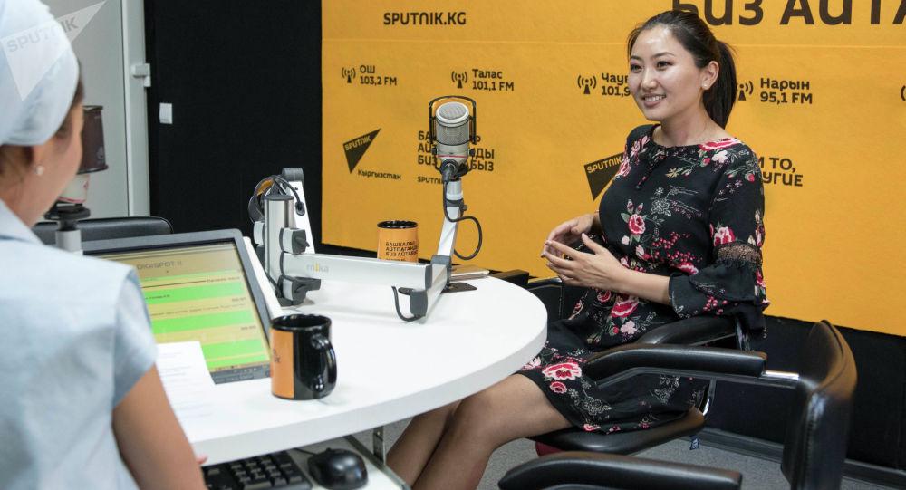 Актриса, блогер и телеведущая Назира Айтбекова во время интервью