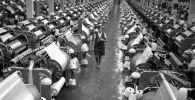 Ткацкий цех шелкового комбината. Архивное фото