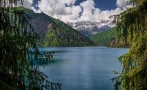 Озеро Сары-Челек в Джалал-Абадской области. Архивное фото