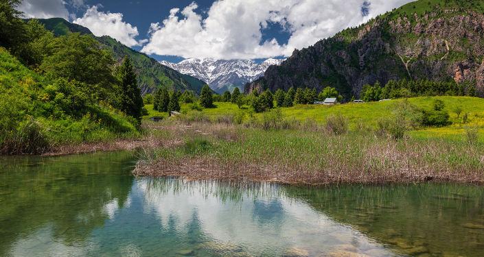 Озеро Сары-Челек в Джалал-Абадской области, снятая фотографом Геннадием Закировым