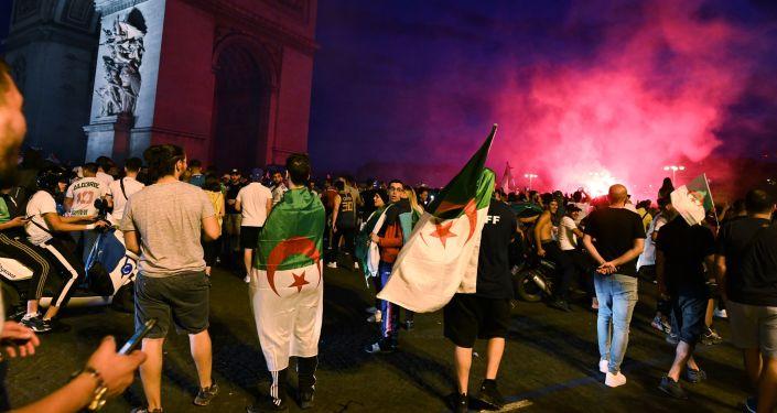 Алжирден Францияга келгендер Париждин борборунда башаламандык уюштуруп, дүкөндөрдү тоноду