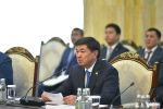 Премьер-министр Кыргызской Республики Мухаммедкалый Абылгазиев во время VIII заседания кыргызско-казахстанского Межправительственного совета в расширенном составе.