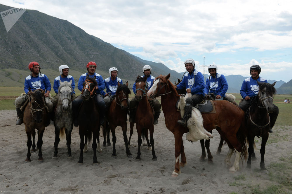 Кыргызстанцы выступали на лошадях которых выбрали уже на Алтае