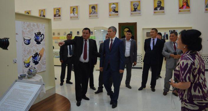 Полномочный представитель правительства в Баткенской области Акрам Мадумаров принял участие в открытии музыкально-фольклорного фестиваля Улуу Жибек Жолу в Узбекистане