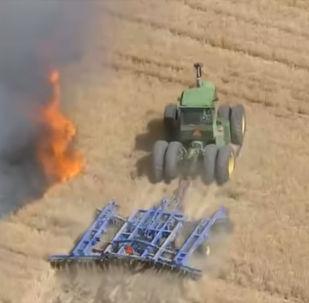 В американском штате Колорадо фермер Эрик Говард, рискуя жизнью, остановил пожар на поле.
