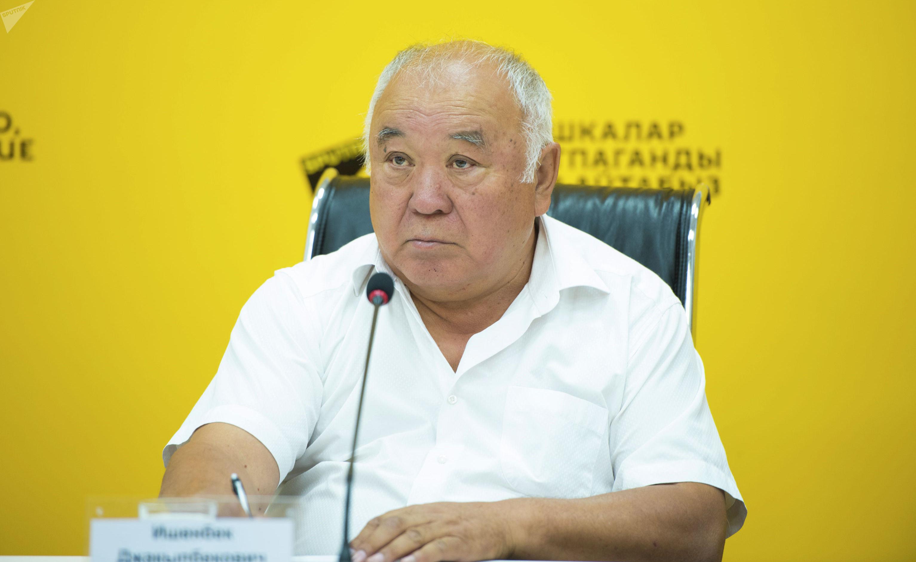 Вице-президент Международной конфедерации пирамиды Ишенбек Джакыпбеков во время видеомоста в мультимедийном пресс-центре Sputnik Кыргызстан