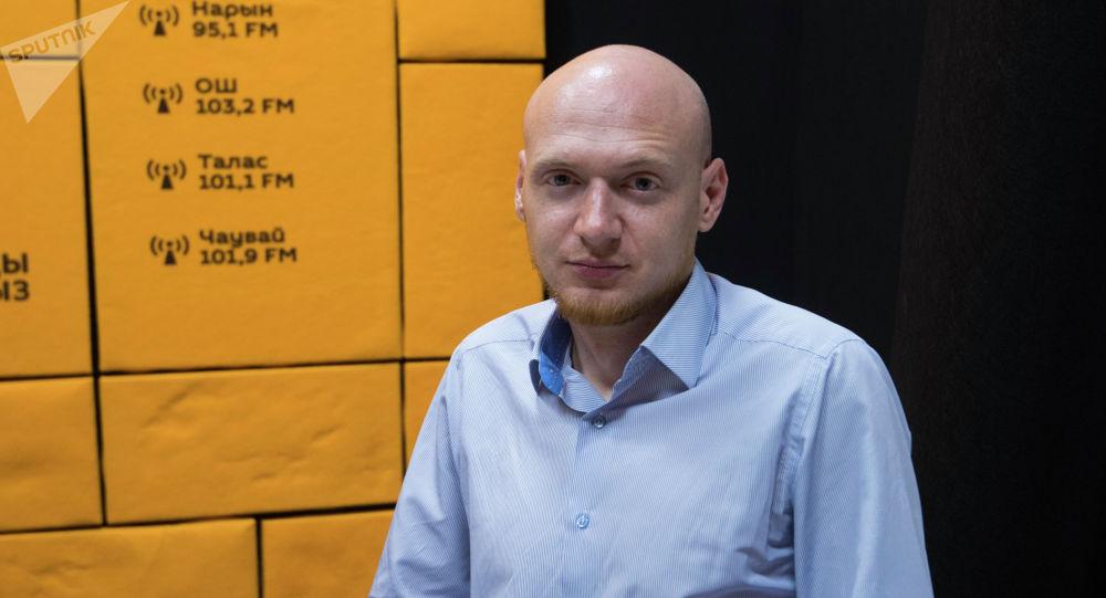 Заведующий отделением реанимации Центра экстренной медицины Бишкека Егор Борисов во время беседы на радио