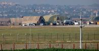 Военный самолет на взлетно-посадочной полосе на авиабазе Инджирлик, на окраине города Адана. Архивное фото