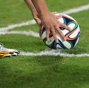 Игрок с мячом. Архивное фото
