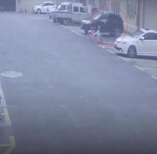 Автоунаа кеңсенин дубалын тешип кирип кеткен. Кырсыктын учуру видеокамерага түшүп калган.
