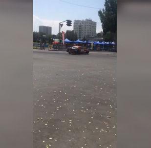 Очевидец снял момент наезда на видео.