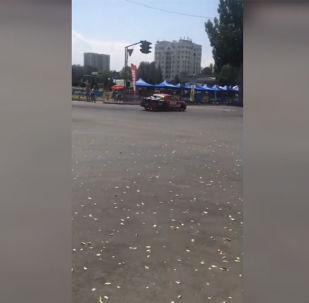 Бишкекте дрифт боюнча чемпионат учурунда автоунаа элди көздөй кирип кетти. Бул тууралуу Sputnik Кыргызстан агенттигине окуянын күбөсү билдирди.