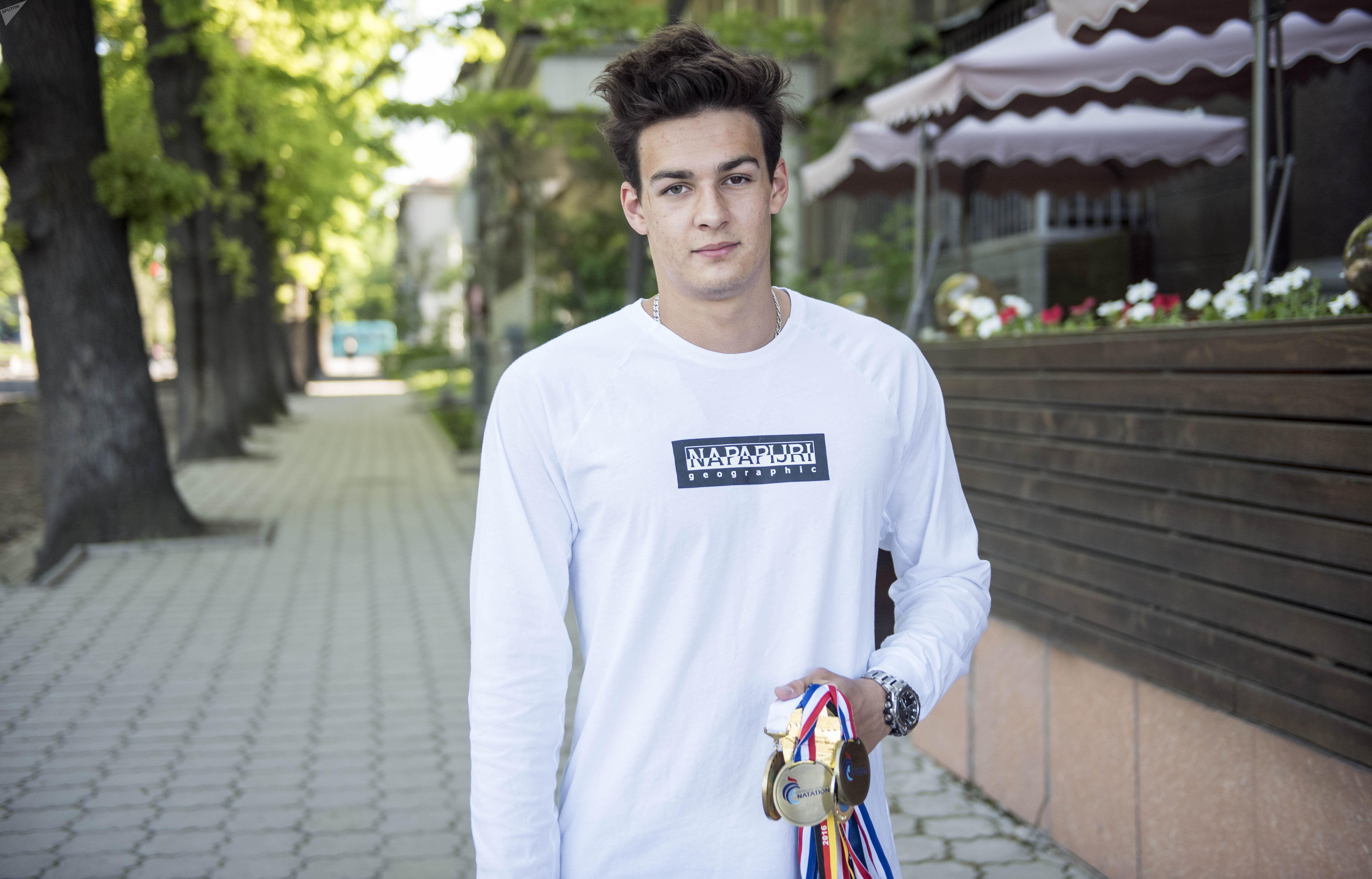 Участник Олимпийских игр, чемпион Азии по плаванию Денис Петрашов