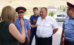 Каниметов журналисттерге Атамбаевдин үйүнө сотко чейинки тергөө иштеринин алкагында келгенин билдирди.